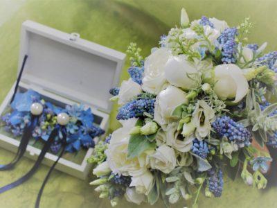 Una tipica composizione floreale da matrimonio