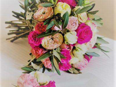 Un classico bouquet da sposa durante un matrimonio