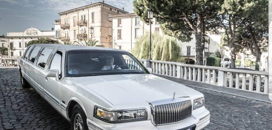 immagine limousine Lincoln noleggio auto Just Limo