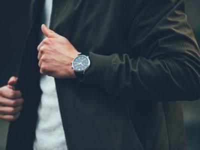 immagine di un orologio come regalo di fidanzamento
