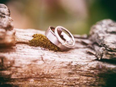 immagine di un anello come regalo di fidanzamento