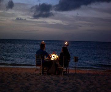 immagine di una cena romantica come regalo di fidanzamento